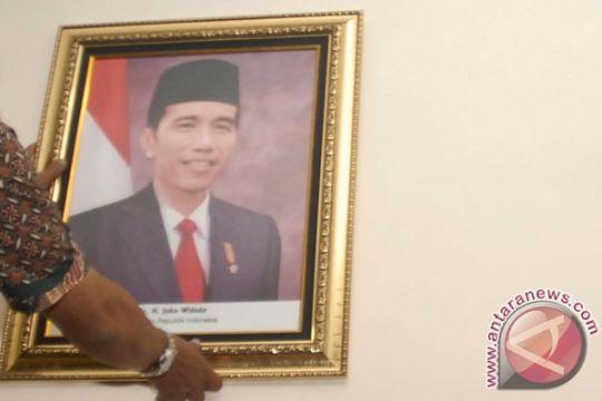 Foto resmi presiden-wakil presiden masih langka