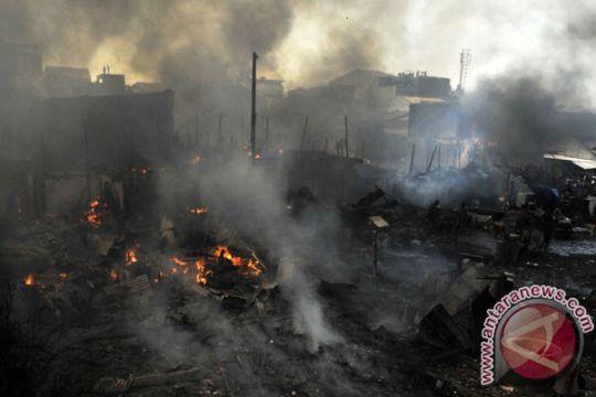 Kebakaran Pasar Pakong Pamekasan sulit dipadamkan