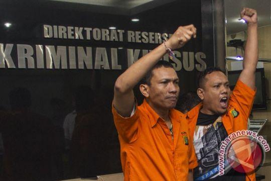 Hakim perintahkan kasus Trio Macan dilanjutkan