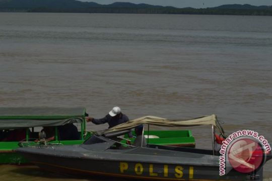 Perahu bawa 44 TKI ilegal karam di Johor