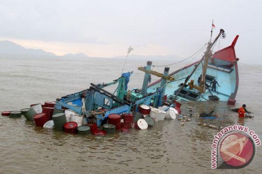 Malaysia selamatkan empat WNI dari kapal karam
