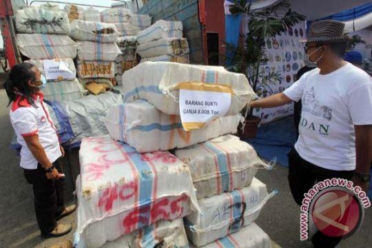 Polisi tangkap supir truk pembawa 1,2 ton ganja