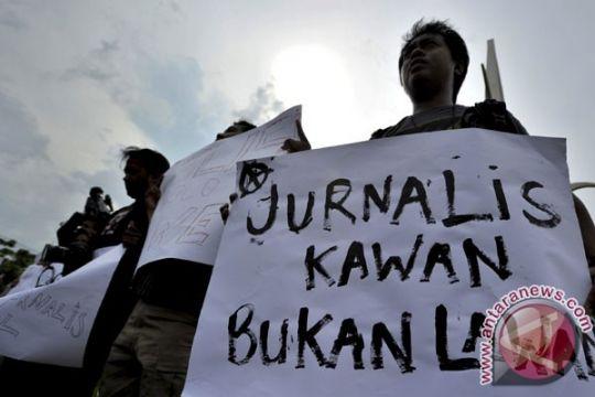 Wartawan Makassar memprotes kriminalisasi pers