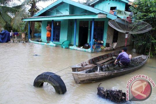 Sungai Kampar meluap banjiri ribuan rumah di lima kecamatan