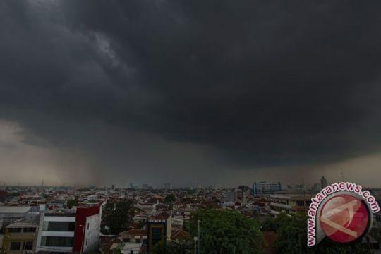 BMKG: Waspada hujan petir di Jaktim dan Jaksel