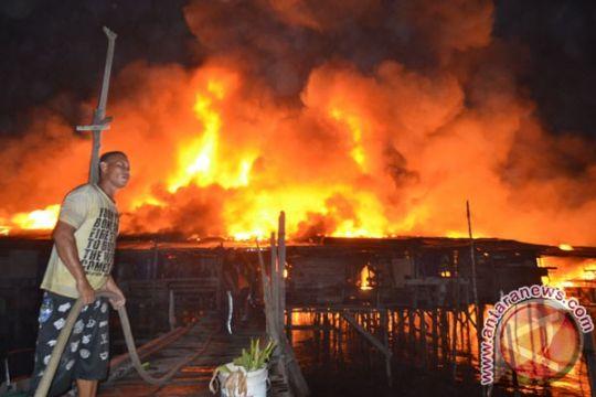 Polri dan TNI bantu korban kebakaran