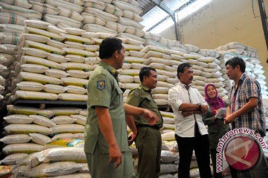 Petani Ogan Komering Ilir pasok 50 ton beras saat panen raya