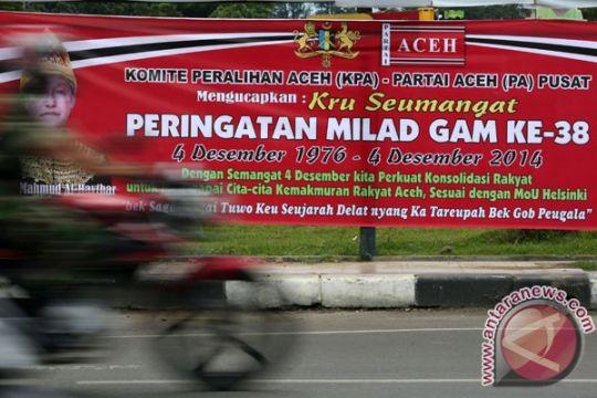 Polisi dan TNI turunkan bendera Bulan Bintang di Aceh