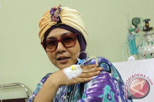 Dirawat lagi karena kanker, kondisi Ria Irawan mulai membaik
