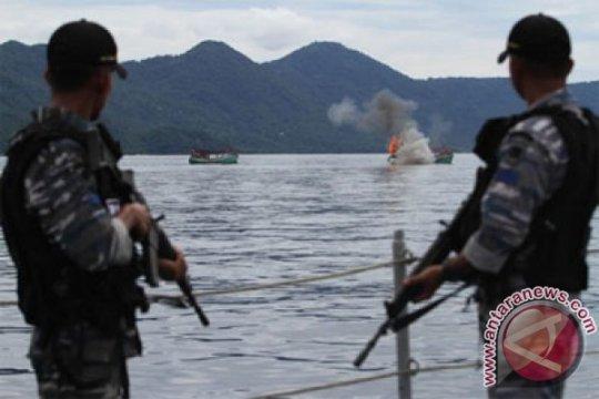 Operasi penenggelaman kapal ikan asing sesuai prosedur hukum