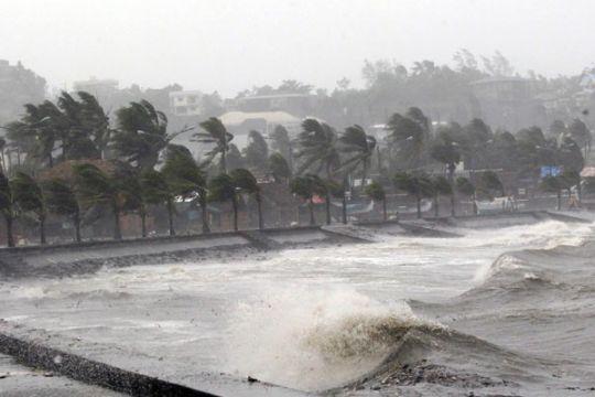 Air laut  yang naik mengancam akhir awal desa tenggelam di Filipina