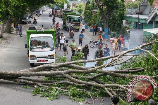 Puting beliung rusak kampus UIN Bandung