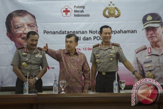 Petugas PMI dijamin keamanannya oleh polisi