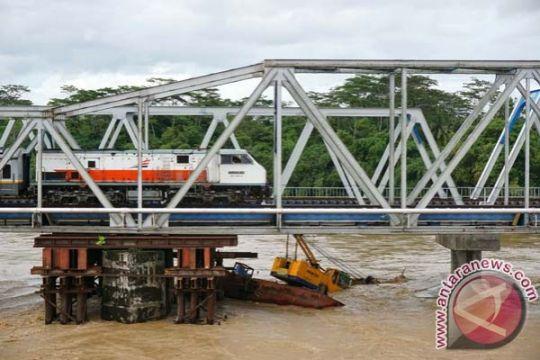 Perahu terbalik di Sungai Serayu, penambang pasir di Cilacap-Jateng dilaporkan hilang