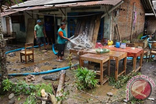 Banjir bandang Sungai Serayu terjang empat kabupaten
