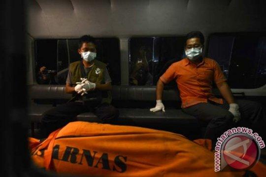 Evakuasi korban AirAsia QZ8501 dari kapal Malaysia terhambat