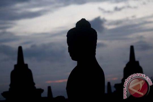 Umat Budhha lakukan kirab menuju Borobudur
