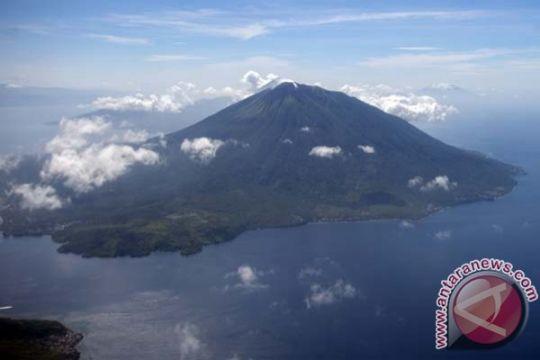 Pesawat Garuda Indonesia batal mendarat di Bandara Sultan Baabullah