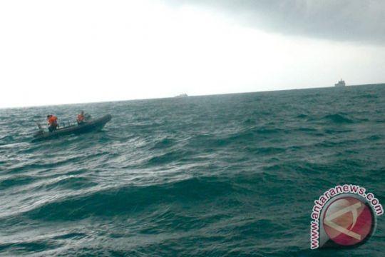 Lambung kapal bolong pasca tabrakan, 10 awak hilang