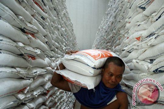 153 ton raskin di Pamekasan tak layak konsumsi