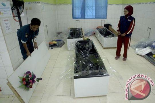 RSUD Kotabaru bersihkan tiga jenazah korban AirAsia