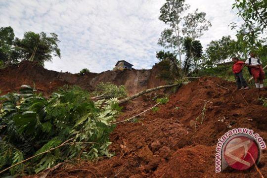 Rumah warga Gunung Kidul tertimpa tanah longsor