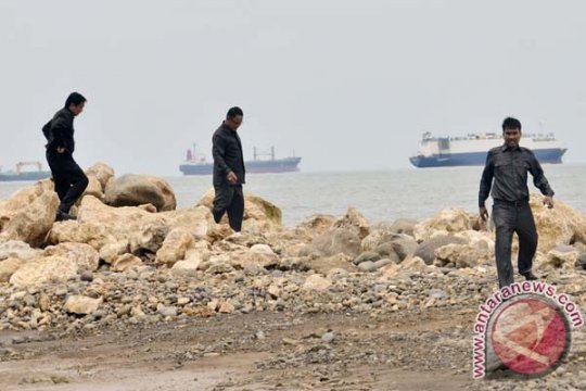 Ribuan warga di Makassar ikut bersihkan pantai dari sampah