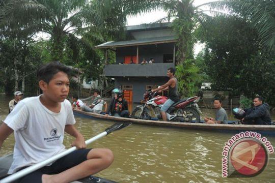 Warga Singkawang mulai mengungsi karena banjir