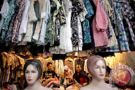 Pakaian bekas jadi rebutan di pasar murah