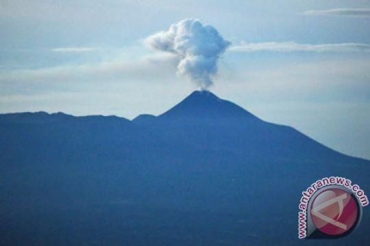 Lava pijar Gunung Karangetang Siau dekati pemukiman