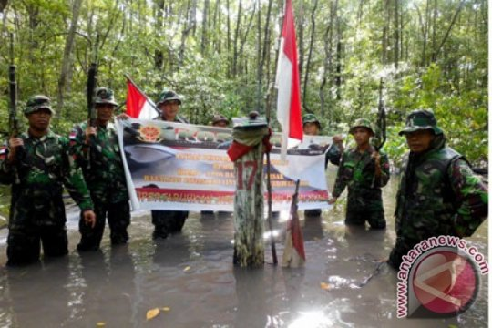 Diguyur hujan, upacara Sumpah Pemuda di perbatasan RI-Malaysia khidmat
