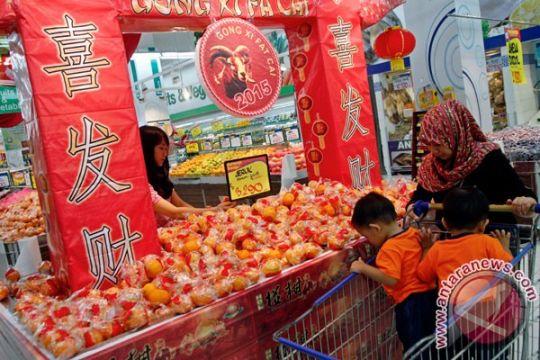 Ketimbang bepergian, warga Tionghoa Kendari pilih kumpul keluarga saat Imlek