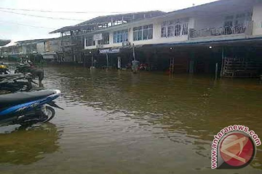 Melawi Kalbar dilanda banjir dan tanah longsor