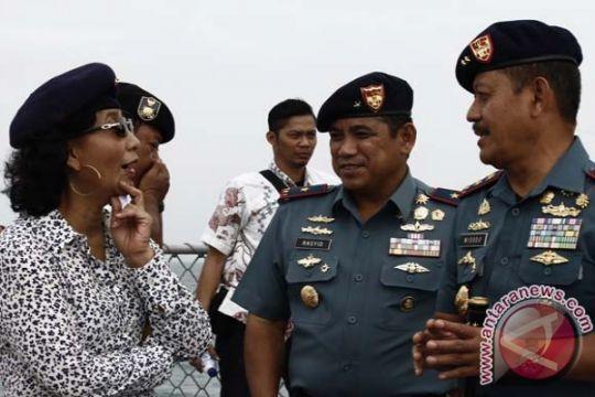 Susi Pudjiastuti segera tenggelamkan kapal buruan Interpol
