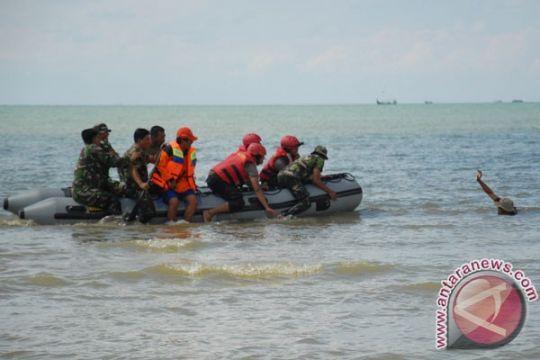 Empat wisatawan terseret arus laut selatan Sukabumi