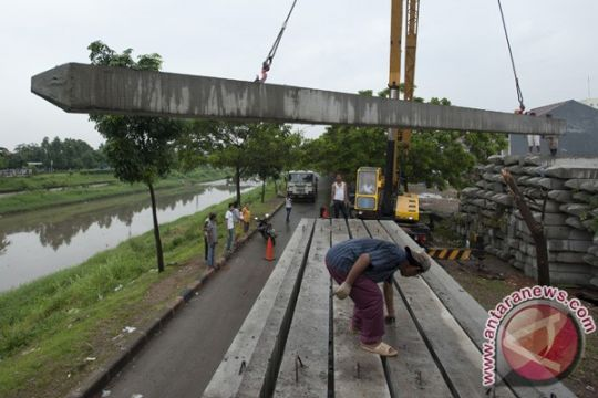 Sodetan Kali Ciliwung dikerjakan, jalan Otista 3 ditutup