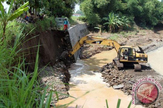 Tebing sungai longsor tewaskan satu penambang