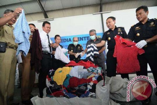 Pakaian bekas senilai Rp7,37 miliar dimusnahkan