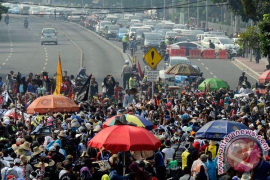 Ribuan nelayan blokir Pantura Batang, lalu lintas lumpuh