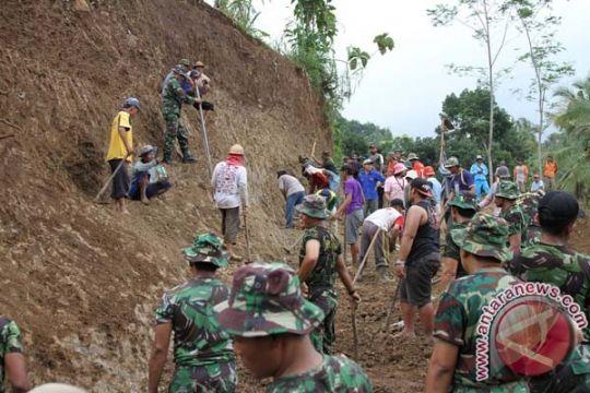Jalur Lumajang - Malang longsor