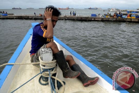 Gelombang laut tinggi, aktivitas TPI Pekalongan sepi
