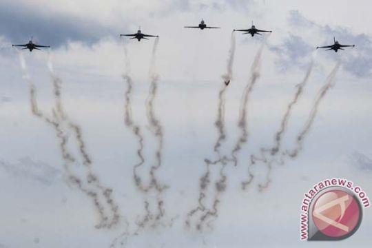 Kemarin pesawat tempur kawal api obor Asian Games dan Johan Budi nyaleg
