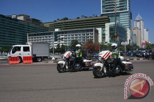 Atraksi wanita polisi cantik kendarai motor 1.800cc meriahkan HUT Polantas