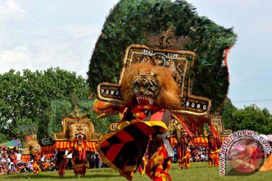 Puluhan kelompolk reog ikuti festival di Ponorogo