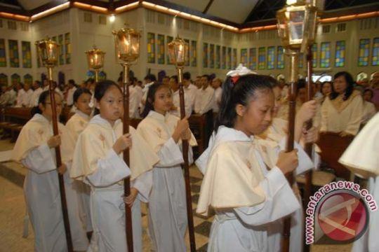 Misa Kamis Putih Jayapura dijaga remaja masjid