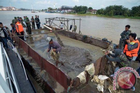 Masyarakat galang dana tangani erosi sungai Aceh Selatan