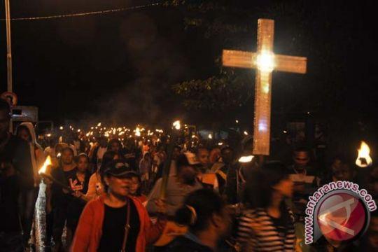 Jemaat GKI Jayapura hadiri ibadah fajar Paskah