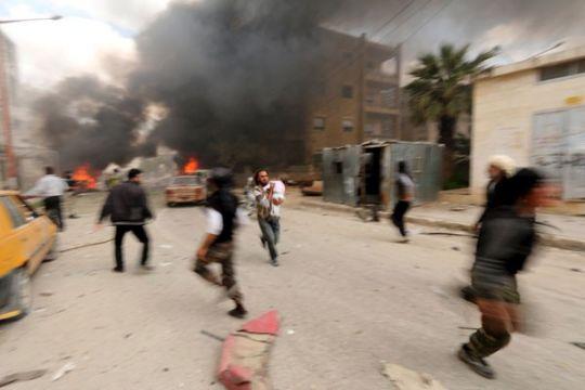 Pemberontak Suriah pasang tameng manusia