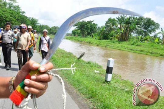 Tiga anggota Polres Bangkalan dicelurit