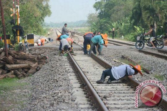 Pembantalan rel KA Makassar-Parepare ditunda hingga Oktober